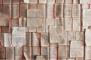 たくさんの本と書類